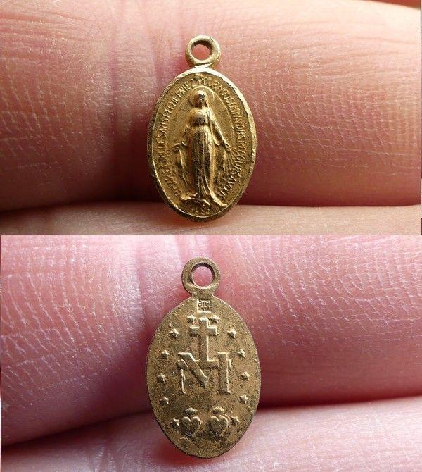 Medaille miraculeuse de la rue du Bac 0c2f9257