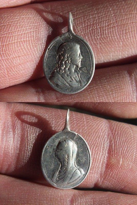 Medaille religieuse à beliere inversée en argent (av  le christ et rev profil à gauche de la vierge Marie )XVIII ém 419b3479
