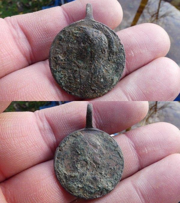 Medaille de la vierge E8ee7985